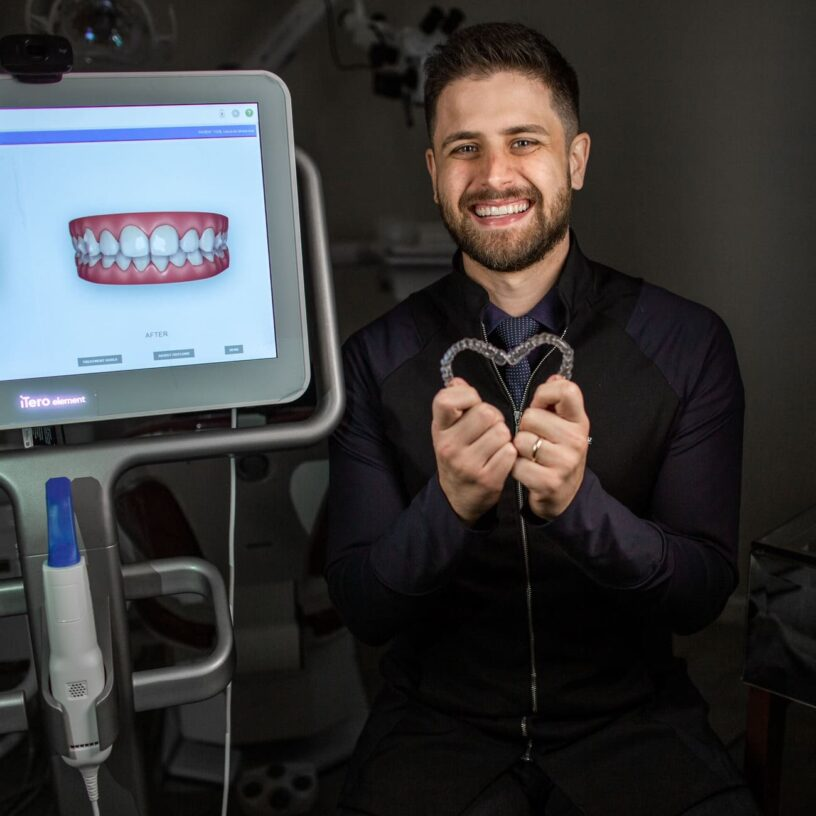 dr-marcos-vinicius-ama-invisalign-ipatinga-aparelho-invisivel-tratamento-ortodontico
